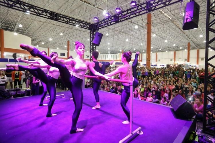 Aula demonstrativa de Ballet Fitness e Jazz Fitness com o grupo de professores de Betina Dantas
