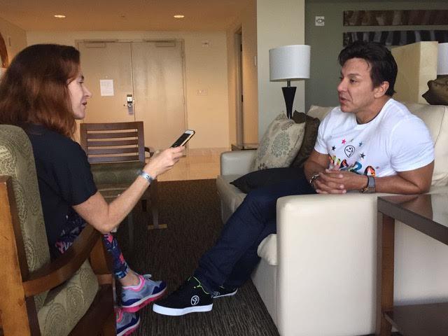 Beto Perez durante entrevista, na Zumba Instructor Convention, em Orlando