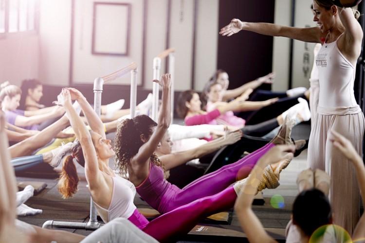 Aula de Ballet Fitness na academia boutique Les Cinq Gym