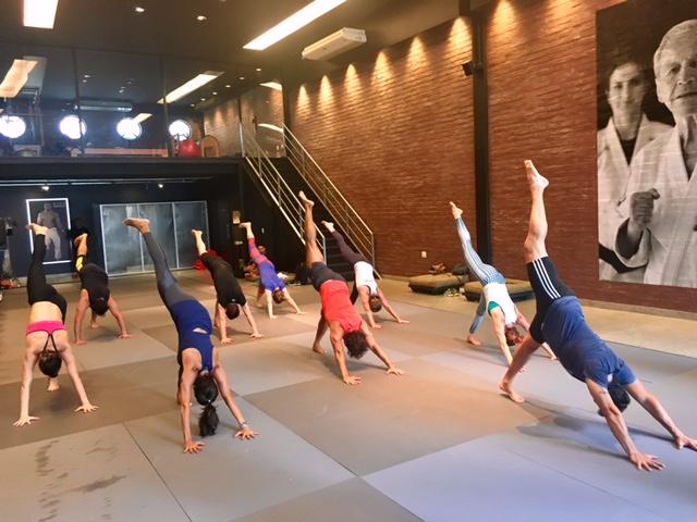 As posturas de ioga trabalham o tônus muscular e o alongamento